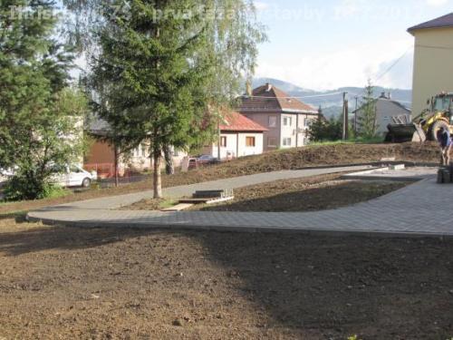 Ihrisko pri ZŠ - prvá fáza výstavby 18.7.2012